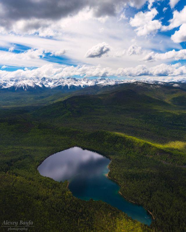 горы, озеро, пейзаж, лес, природа Среди лесовphoto preview