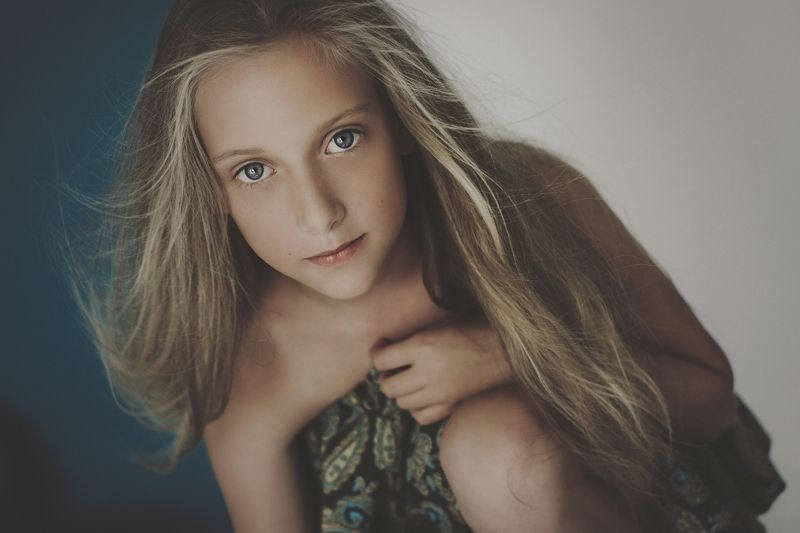 girl, portrait, sun, shadow, wind, hair Windphoto preview