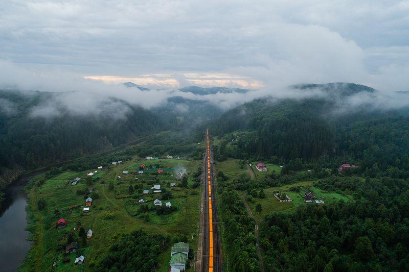 Айгир, Южный Урал, поезд, туман, горы Оранжевый поездphoto preview