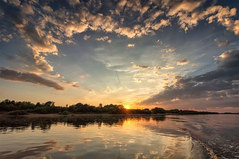 закат, лето, река, небо, облака, отражение, солнце Рисуют сердце облакаphoto preview