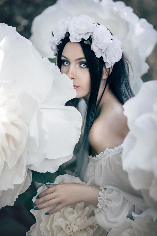 девушка цветы белый платье дым girl flowers white dress fantasy Pannochkaphoto preview