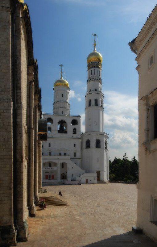 кремль, ивановская, площадь, москва, одиночество, странник Одинокий странникphoto preview