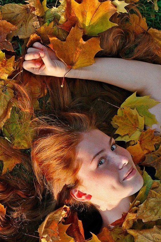 девушка,рыжая,улыбка,осень,листья Осенняя...photo preview