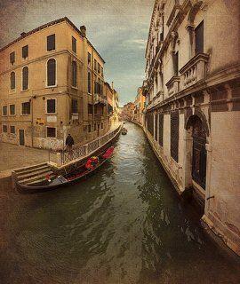 Venezia : canale tipico