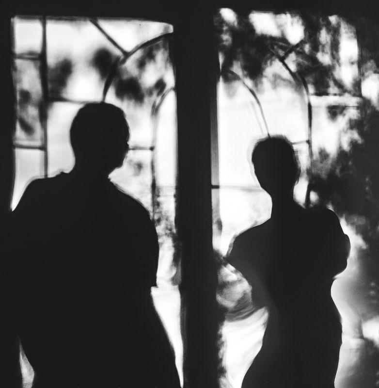 Они стояли молча у окна...photo preview