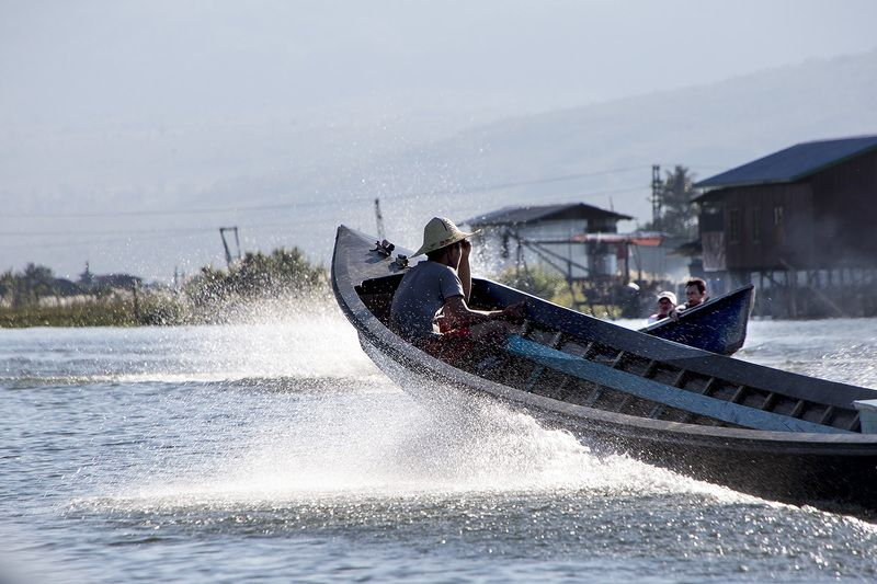 Meetting Myanmar   Inle Lakephoto preview