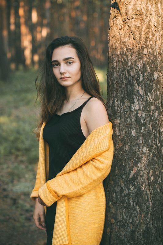девушка, лес, желтый Цвет настроения - желтыйphoto preview