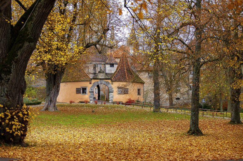осень, парк, листва, замок Баварская сказкаphoto preview