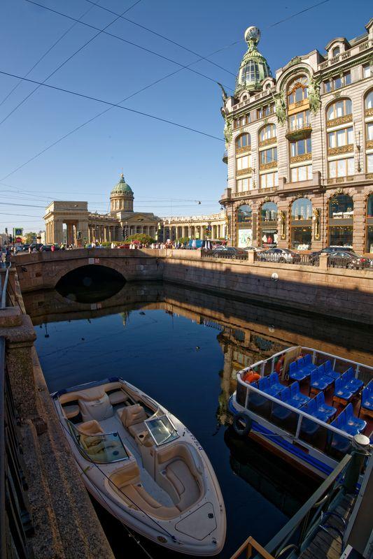 город, Санкт-Петербург, архитектура, утро, вода, отражение  На углу, у Грибоедова photo preview