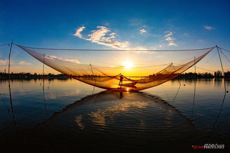 quanphoto, landscape, morning, sunrise, dawn, reflections, fishing, fisherman, seascape, vietnam Fishing Net at Dawnphoto preview