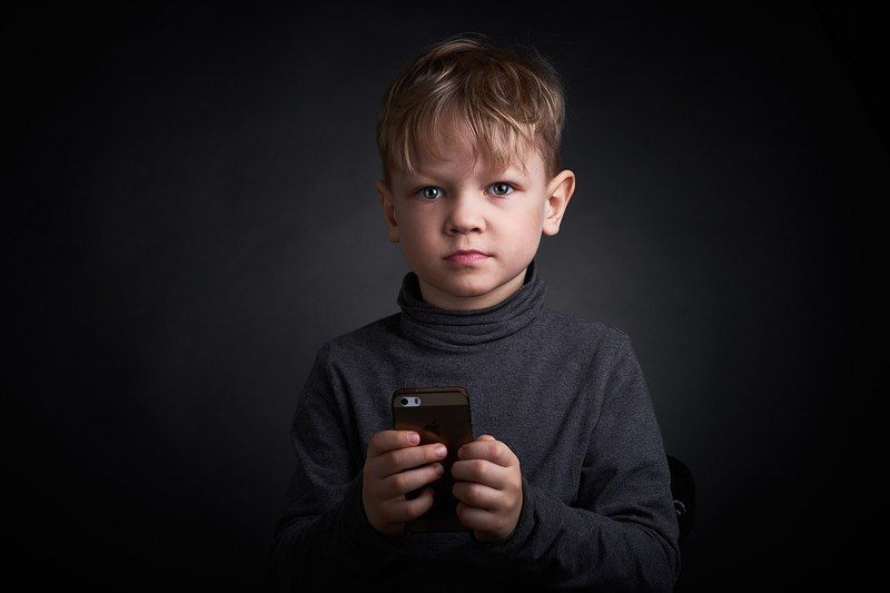 iphone =) son сын ребенок на темном Сынphoto preview
