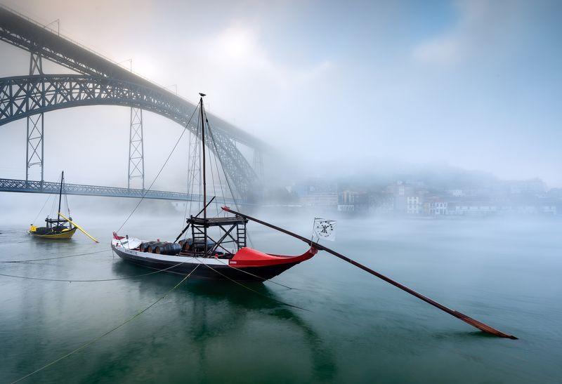 DLuis, Bridge, Porto, Oporto, Europe, Portugal, Douro, River, Rio, Nikon, D810, Hugo, Só, HugoSó, Fog, Misty, Boat, Rabelo, Wine, Fogday, City RABELOphoto preview