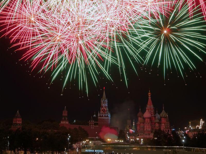 город, Москва, архитектура, пейзаж, вечер, ночь, салют, кремль,красота Салют над Москвой photo preview
