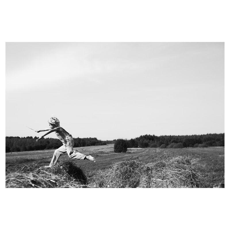 сено, стог, лето,мальчик, прыжок 1000 и 1 способ прыгнуть через сеноphoto preview