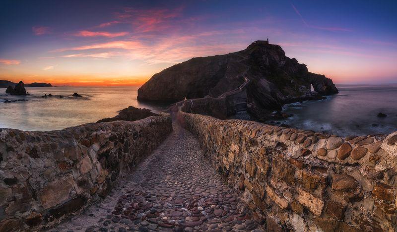 испания, океан, рассвет Сан-Хуан-де-Гастелугачеphoto preview