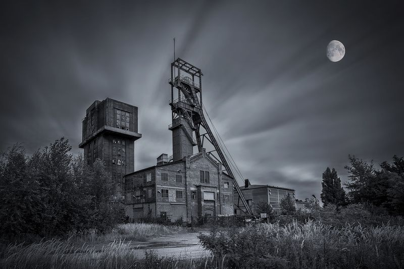 long exposure, city, Poland, mine, historical, place, moon, clouds, Bytom, mineshaft,  \