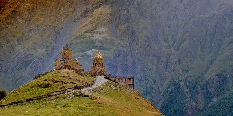 горы, церковь, архитектура, природа, пейзаж Гергетская церковь в Казбегахphoto preview
