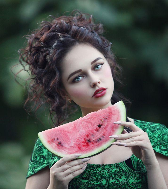 девушка, портрет девушки, портрет девушки с арбузом Арбузное настроениеphoto preview