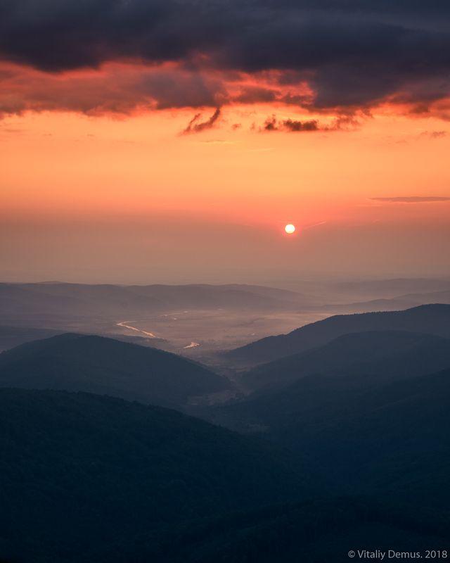лето, карпаты, горы, рассвет, солнце Пламенный рассвет. Сколевские Бескиды. Карпатыphoto preview