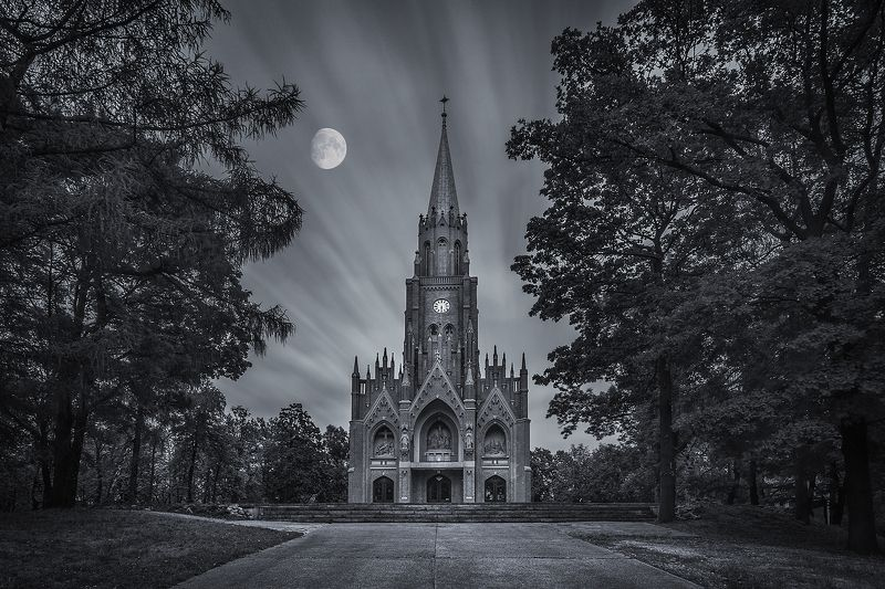 long exposure, city, Poland, church, historical, place, moon, clouds, Piekary Śląskie, basilica, pilgrimage The church in Piekary Śląskie, a place of religious worship and the purpose of many pilgrimages.photo preview