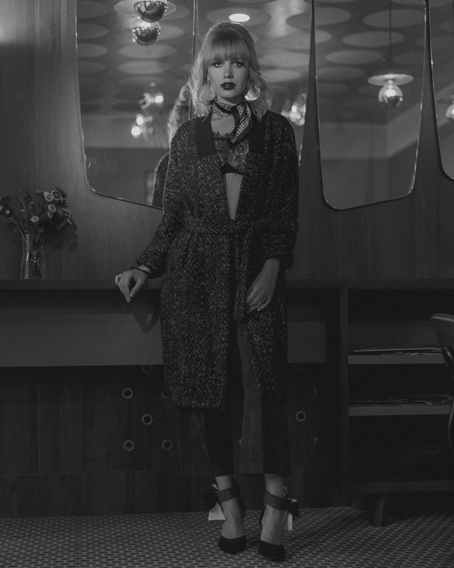 portrait,lingerie,atmosphere,vibe,makeup,hair,портрет Night in Parisphoto preview