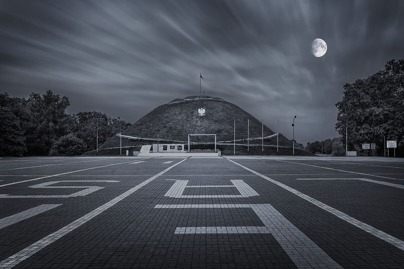 long exposure, city, Poland, historical, place, moon, clouds, Piekary Śląskie,  Mound of Liberation  Mound of Liberation in Piekary Śląskie, Polandphoto preview