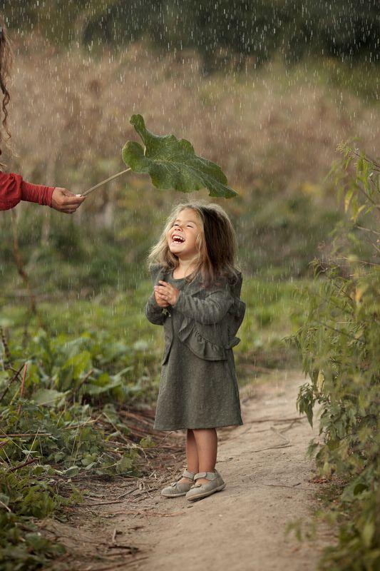 #kidsphoto #portrait #photokids #smile in the rainphoto preview