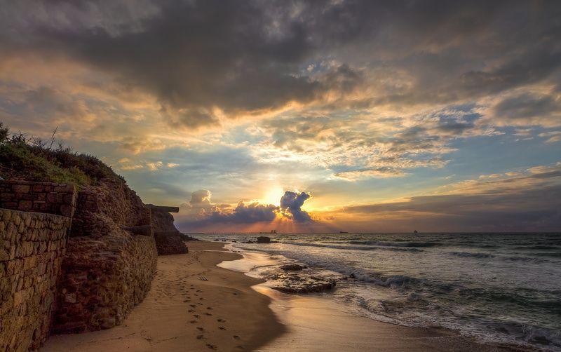 Сияет закат в бездонном небеphoto preview
