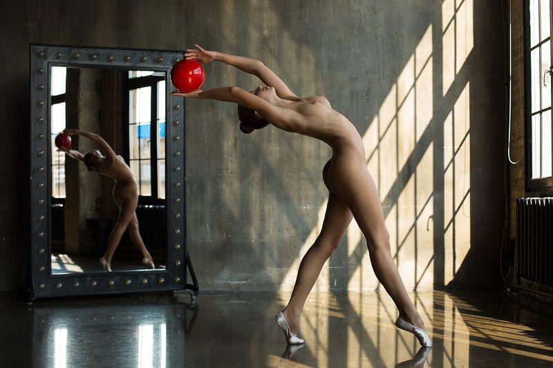 арт-ню nude art-nude Гимнастка с мячомphoto preview