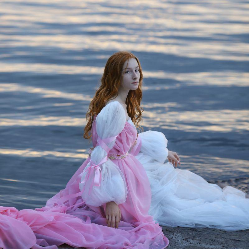 рыжая девушка, рыжая девушка на берегу, девушка в розовом платье, рыжая девушка на закате photo preview