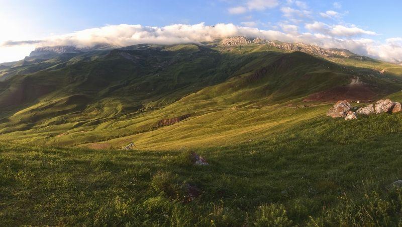 кавказ,горы,туман,палатка,внедорожник,стоянка пастухов,высокогорье. Высокогорные ландшафты Дигории.photo preview