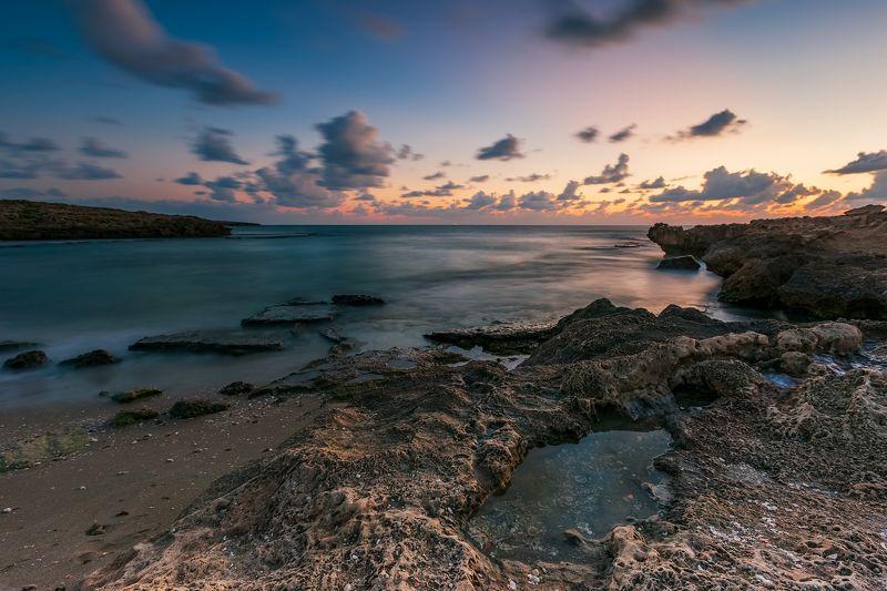 средиземное море, небо, камни, вода, песок, облака, море, пляж, парк, шторм, национальный парк, израиль, север, закат, солнце, ветер, брызги, волны, осень, природа, пейзаж, лучи, Средиземное мореphoto preview