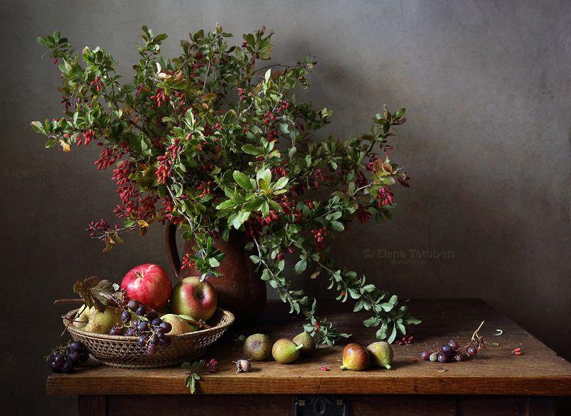 фрукты, ягоды, барбарис, яблоки, виноград, фиги, инжир С барбарисовым букетомphoto preview