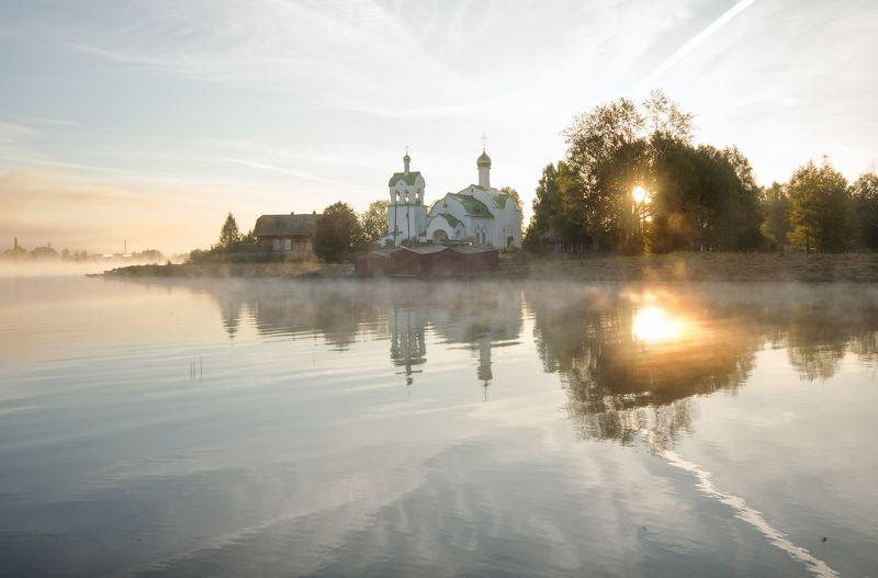 рассвет,природа,вятка Осенний рассвет . Свято-Троицкий собор города Омутнинскаphoto preview