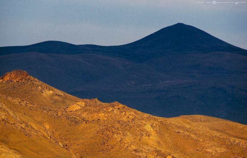 горы, горный пик, холм, хребет, пейзаж, вулкан, синий, желтый, темный, турция, Гереме, Каппадокия, линии, фигуры Warmth and coldnessphoto preview