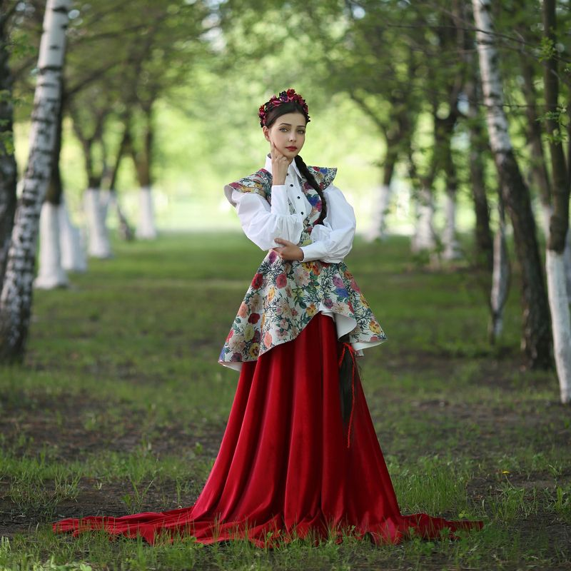 русская береза, березовая аллея, русский народный костюм photo preview