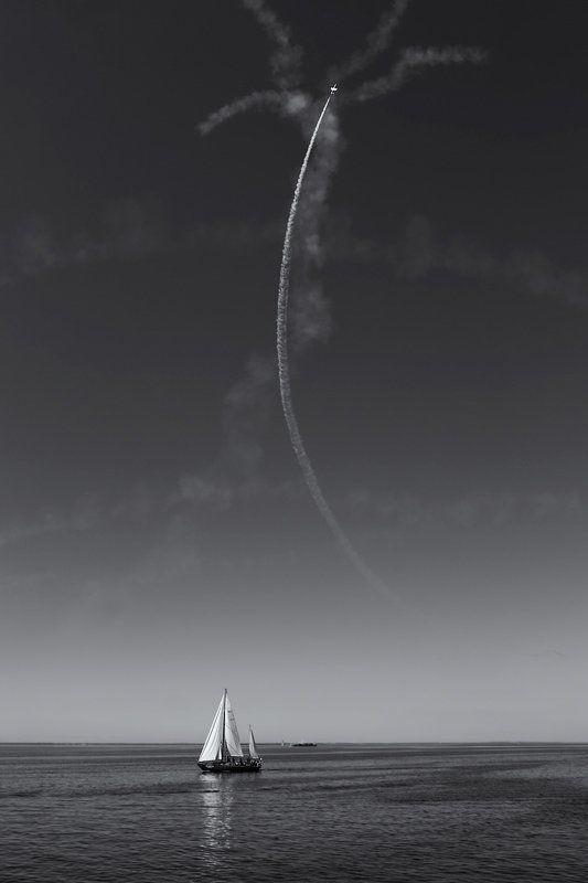 яхта, самолет, след, небо, море ***photo preview