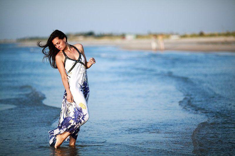 девушка, платье, море, вода, рассвет Встречая рассвет.photo preview