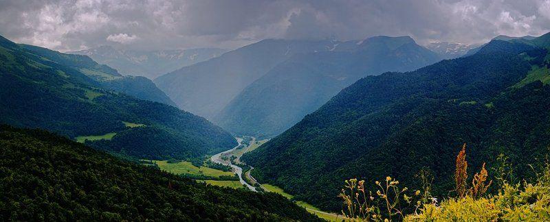 Долина реки Большой Зеленчук перед дождемphoto preview