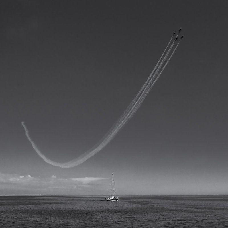 яхта, , , самолет, , , след, , , небо, , , море ***photo preview