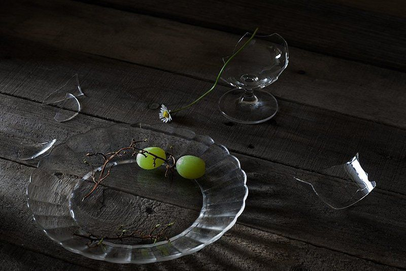 депресия, виноград, стекло, рюмка, ромашка, маргаритка, тарелка Депрессияphoto preview
