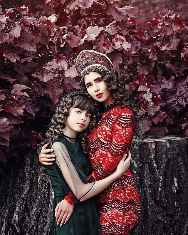 осен., сказка, красивые девушки, русский стиль, гламур, фешн, мода, багряный, кокошник, портрет, брюнетка, шатенка, красный, зеленый, цвет, единение, красота, прелесть, парк, ***photo preview