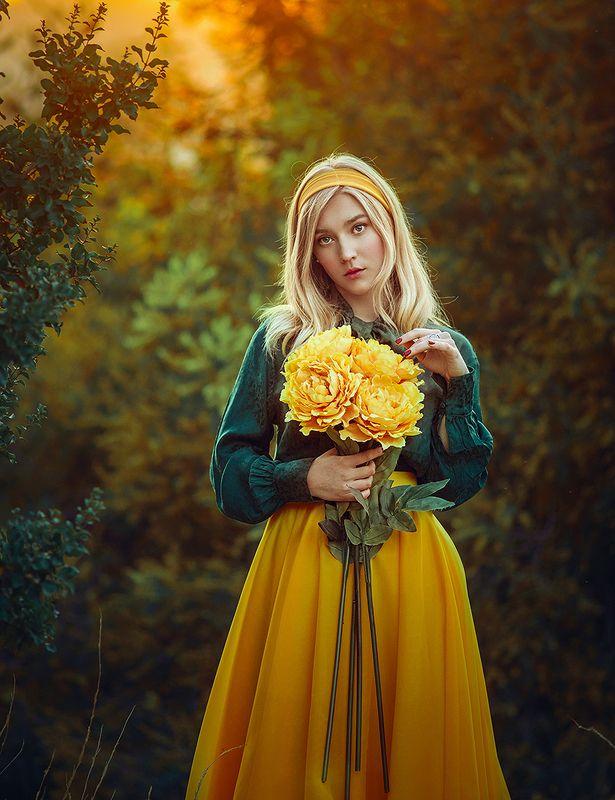 портрет, блондинка, цветы, желтый Дарьяphoto preview