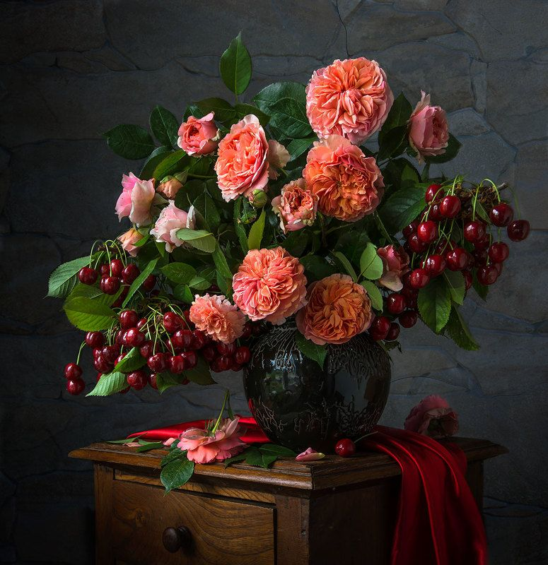 красивый натюрморт с розами и черешней,художественное фото,искусство,садовые цветы. Щедрое лето.photo preview