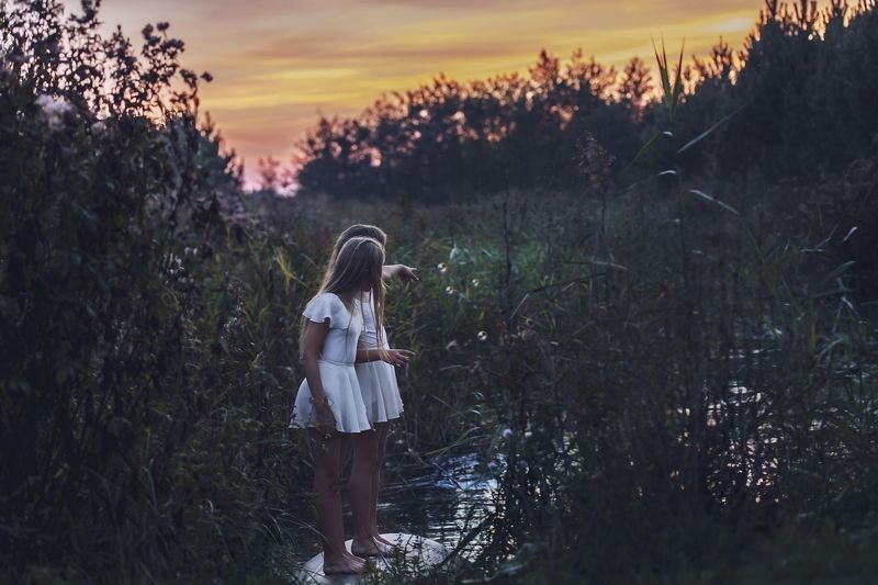 girl, west, sun, pond, frends End of the summerphoto preview