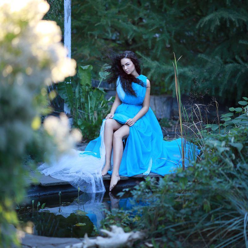 девушка, девушка у пруда, девушка в голубом платье, девушка в зарослях photo preview