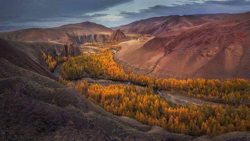 Красные скалы урочища Кок-Коря. Алтайphoto preview