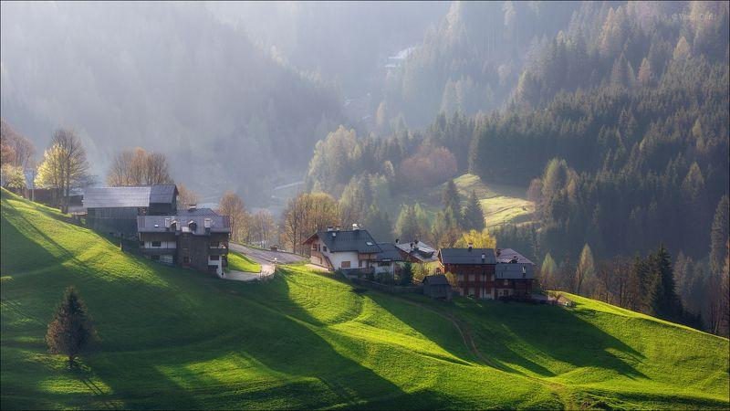 доломитовые альпы,италия,лето,деревня,val fiorentina,свет,деревенский пейзаж,утро. Летний рассветphoto preview