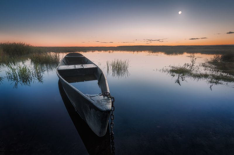 water sky moon boat mood poland podlasie biebrza Before Cranes start their song...photo preview