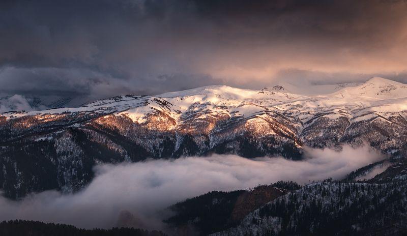 адыгея, кавказ, горы, рассвет, облака Тревожный рассвет фото превью